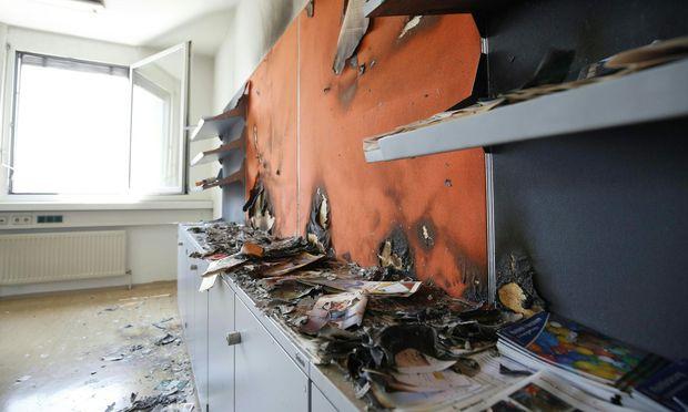 Auch auf der Bezirkshauptmannschaft wurde ein Feuer gelegt