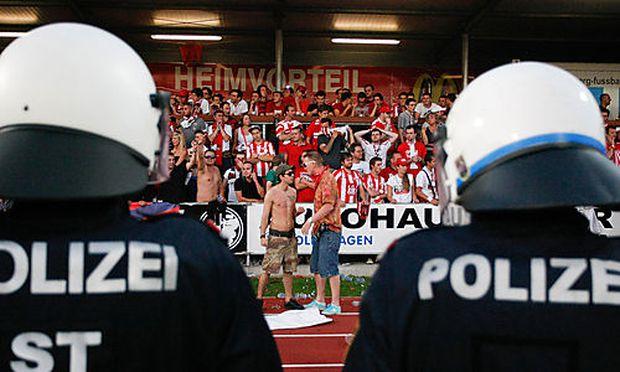 Platzsturm bei Hartberg vs GAK
