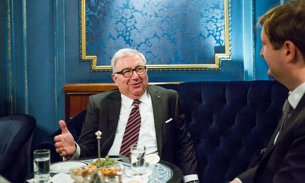 Dieter Spath leitet das Fraunhofer-Institut für Arbeitswirtschaft und Organisation.  / Bild: (c) Akos Burg