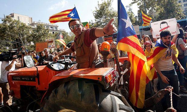 In Barcelona demonstrierten erneut Tausende Menschen für die Unabhängigkeit von Katalonien.