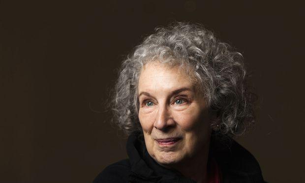"""Lebenslang im Bann von Shakespeares """"Sturm"""": Die Kanadierin Margaret Atwood hat in ihrem Roman """"Hexensaat"""" (im Original: """"Hag-Seed"""", 2017) aus Prospero den Theaterdirektor Felix gemacht."""