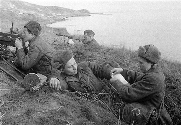 Sowjetische Truppen, Halbinsel Kertsch (wohl gestellte Szene)