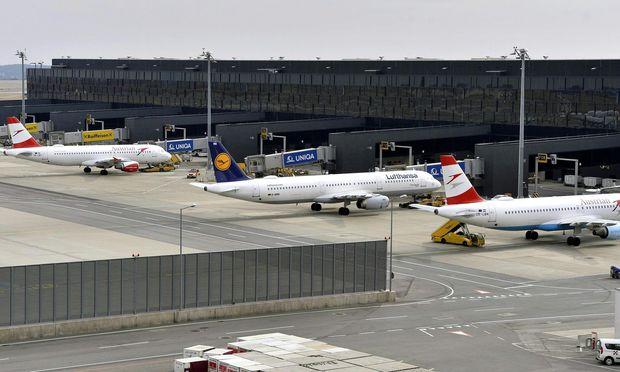 Österreicher geben für Flüge wenig aus / Bild: APA/HERBERT PFARRHOFER
