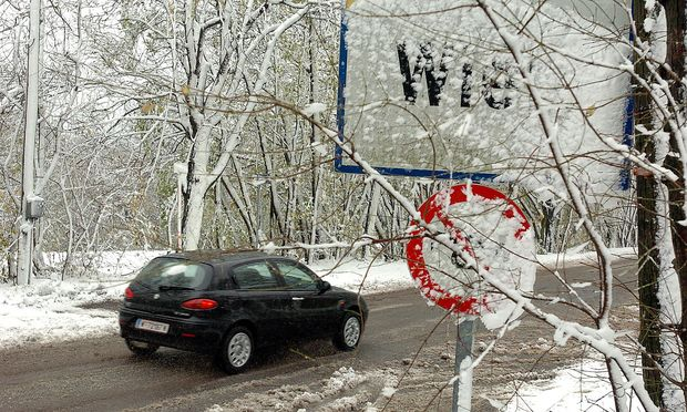 Glatteis sorgte für eine Sperre auf der Höhenstraße. Archivbild