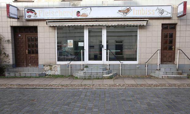 Tristesse in Tribsees Vorpommern Ruegen Blick am Dienstag 26 03 2019 auf ein verfallenes Gebaeu