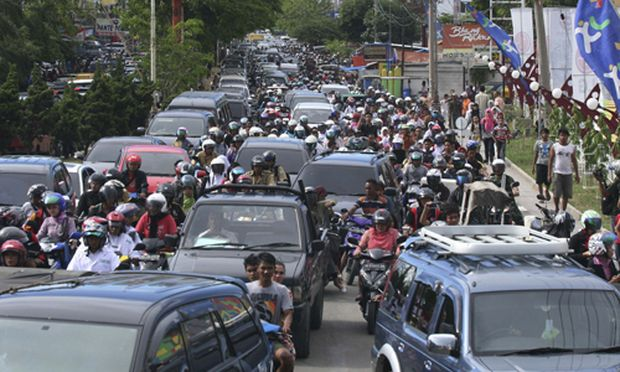 Menschen flüchten in Banda Aceh ins Landesinnere