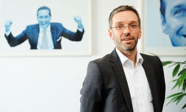 """""""Kein reines Unternehmerkonzept"""" werde das neue Wirtschaftsprogramm der FPÖ sein, kündigte Generalsekretär Herbert Kickl an."""