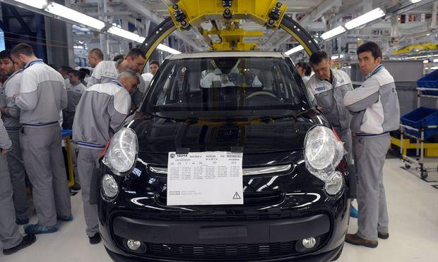 Die Arbeiter wollen 100 Euro mehr Lohn