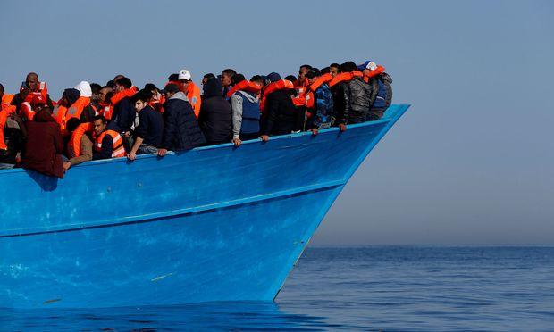 """Ein Archivbild eines Rettungsbootes für Flüchtlinge der Ortanisation """"Moas"""", die den Verhaltenskodex unterschrieben hat."""