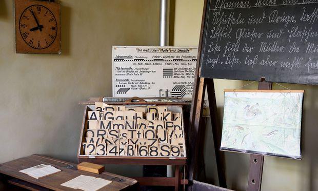 Im Museumsdorf gibt es eine alte Volksschule aus dem Jahr 1808.