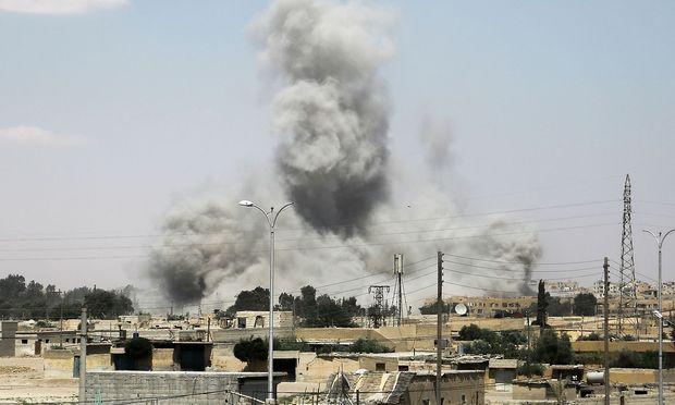 Im Visier der US-geführten Koalition steht derzeit besonders die IS-Hochburg Raqqa.