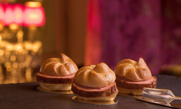 Wer sich fragt, wie Trüffel-, Chili- und Käseleberkäsesemmeln am Opernball aussehen: so.