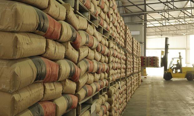 Spezialfall Zementsäcke: Von der Befüllung über die Lagerung bis zum endgültigen Verbrauch ergeben sich zahlreiche Probleme.