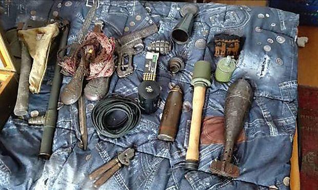 Der mutmaßliche Komplize hatte ein wahres Waffenarsenal in seiner Innenstadtwohnung
