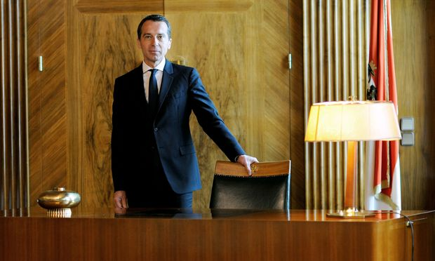 """Christian Kern im Bruno-Kreisky-Zimmer im Bundeskanzleramt: """"Wir haben nicht vor, Österreich in einen autoritären Führerstaat zu verwandeln."""""""