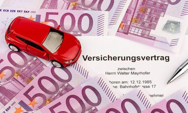 Versicherungsvertrag f�r neues Auto BLWX019498 Copyright xblickwinkel McPhotox ErwinxWodickax