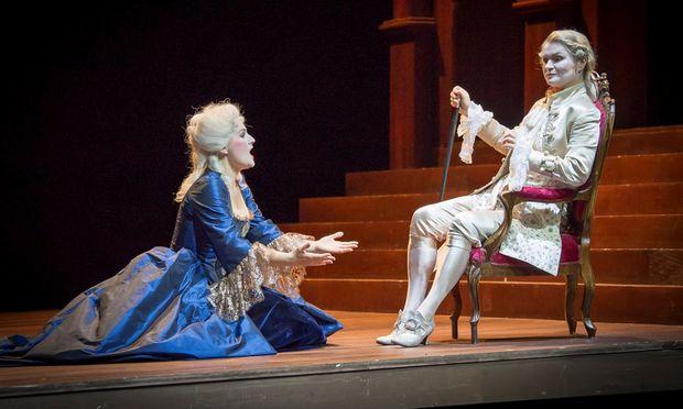Den Feldherrn Germanico singt in Innsbruck eine Frau, Patricia Bardon, mit fülliger Tiefe. Vor ihm/ihr kniend: Klara Ek als betörend sinnlich zürnende und leidende Rosmonda.