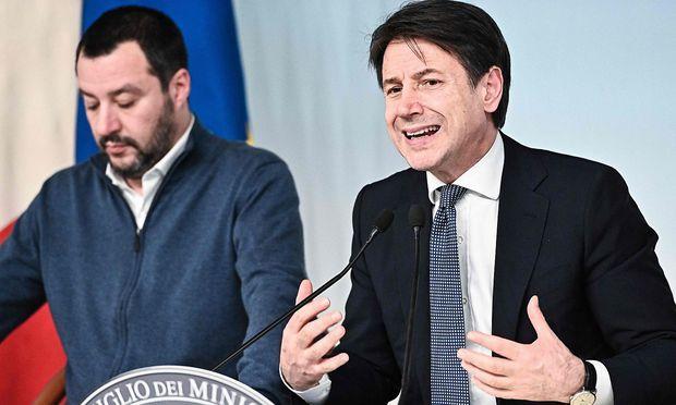 Salvini und Conte erklärten die italienische Position in der Migrationsfrage gegenüber der EU.