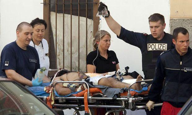 Verletzter wird versorgt