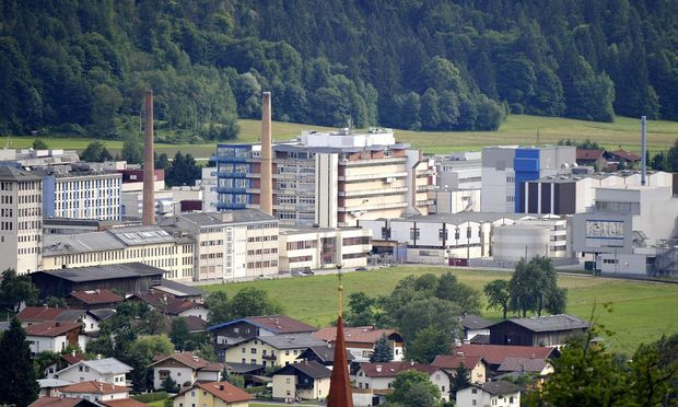 Die Produktionsanlage in Kundl ist eine der größten weltweit. Novartis ist zweitgrößter Arbeitgeber Tirols. / Bild: Robert Parigger / APA / picturedesk.com