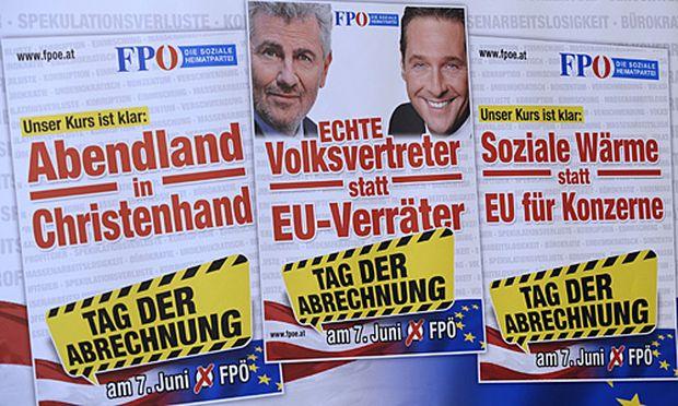 Links: Das umstrittene FPÖ-Plakate
