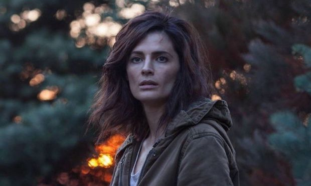 "Stana Katic als FBI-Agentin Emily Byrne in ""Absentia"" / Bild: AXN/Amazon Prime"