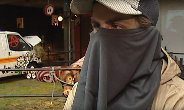 Das Interview mit diesem Mann wurde 2003 aufgenommen. Es soll sich bei ihm um Banksy handeln