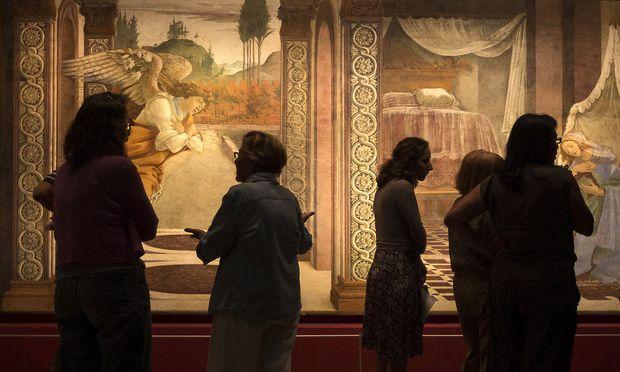 Archivbidl: Uffizien-Mitarbeiter vor einem Botticelli-Fresko
