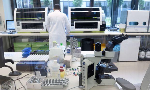 Das hoch technisierte Labor, in dem Blutuntersuchungen vorgenommen werden, zählt zu den Prunkstücken des KH Nord.