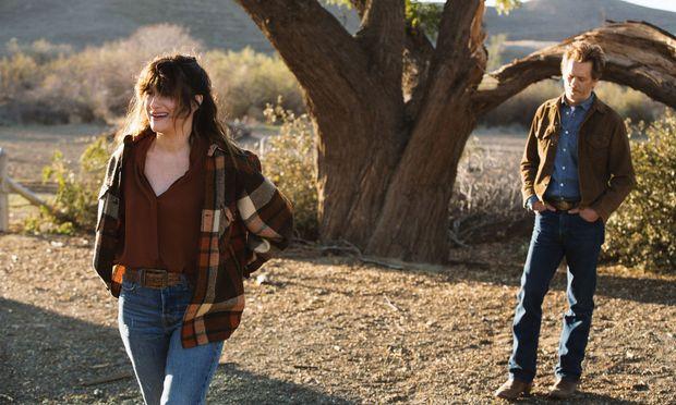 Chris (Kathryn Hahn) und das Objekt ihrer Begierde: Dick (Kevin Bacon).