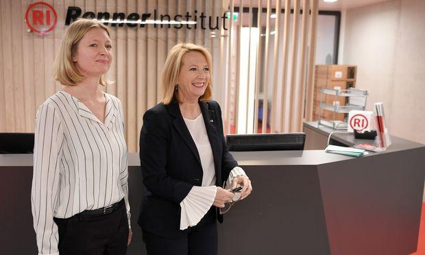 Direktorin Maria Maltschnig (l.) und Präsidentin Doris Bures freuen sich über ihre neuen Räume.