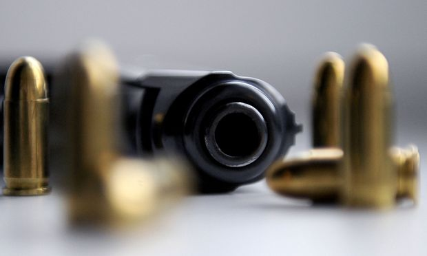"""Der Begriff """"Waffen"""" ist eher weit gefasst. Dazu zählen nicht nur Messer oder Pistolen, sondern auch zum Beispiel Eisenstangen etc."""