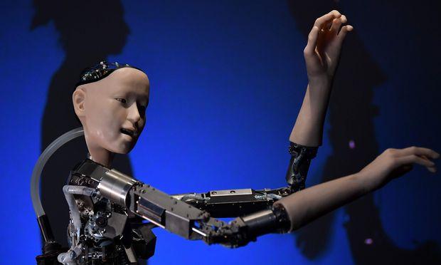 Humanoider Roboter: Jetzt noch bestaunte Show, bald aber ein ernstes Problem für die Steuerbasis der Industrieländer.