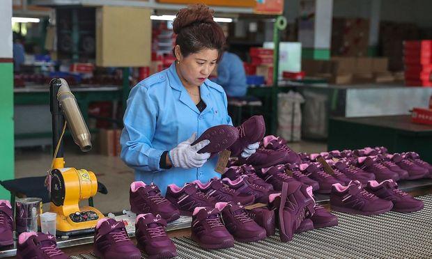 Noch sind die Exporte der Volksrepubklik auf einem hohen Stand. Das wird sich ändern, warnen Ökonomen. m ersten Halbjahr ´