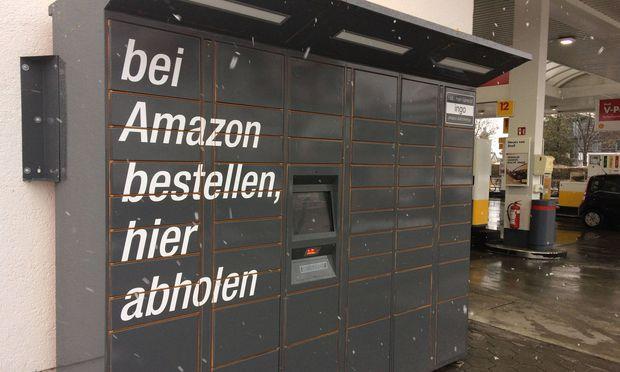 Amazon Locker sind Selbstbedienungskioske an denen Amazon Kunden Lieferungen abholen koennen wann es