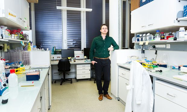 Georg Winter möchte die molekularen und chemischen Mechanismen bei der Krebsentstehung verstehen, um neuen Therapieansätzen den Boden zu bereiten. [