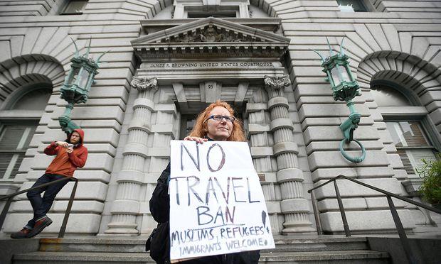 Eine Demonstrantin vor dem Gericht in San Francisco.