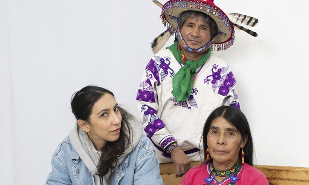 "Amanda Piña (l.) mit José Luis ""Katira"" Ramirez und Tulama Ramirez Muñoz."