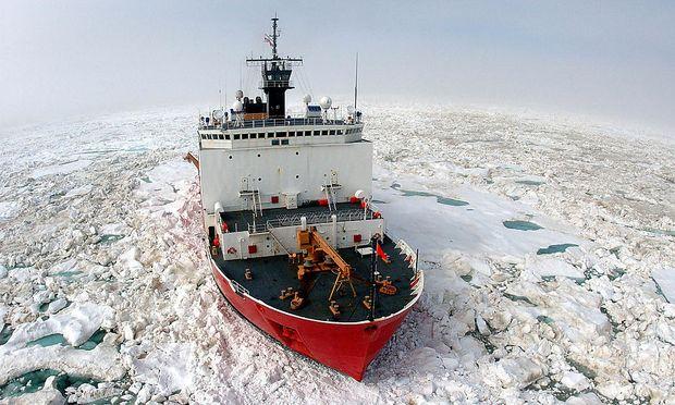 Archibild: Ein Forschungsschiff in der Antarktis.