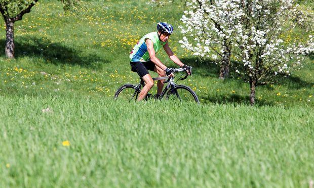 Symbolbild Mann auf einem Rennrad