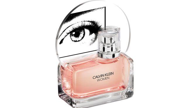 """Augen auf. Ein Collier-Auge auf dem Flakon des neuen """"Calvin Klein Women""""."""