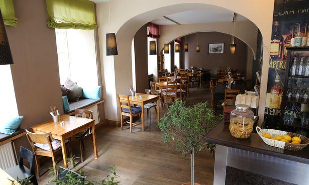 Jia: Neustiftgasse 30, 1070 Wien, Mo–Sa 12–22 Uhr, ✆ 01/904 37 63, www.jia-restaurant.at