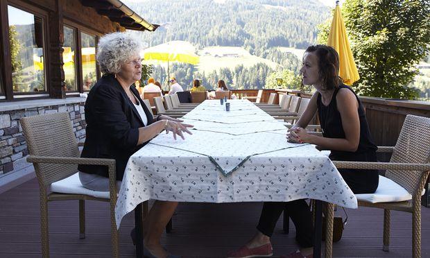 Sabine Seidler (links)
