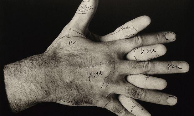 """Alternative zur patriarchalen Sprache: Ketty La Roccas (1938–1976) Fotoserie: """"Meine Worte, und du?"""""""