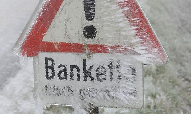 Ein vereistes Straßenschild im Waldviertel, aufgenommen am Dienstag