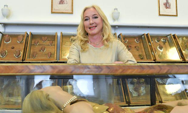 Soeben von Fachjournalisten als Wissenschafterin der Jahres ausgezeichnet: Alexandra Kautzky-Willer, geboren 1962 in Wien, Professorin für Gendermedizin an der medizinischen Universität Wien, hier vor Wachsmodellen im Wiener Josephinum.