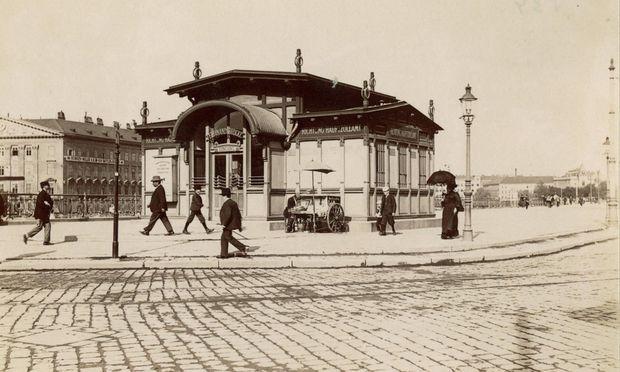 Die Stadtbahnstation Schwedenplatz (mittlerweile zerstört) um 1902.