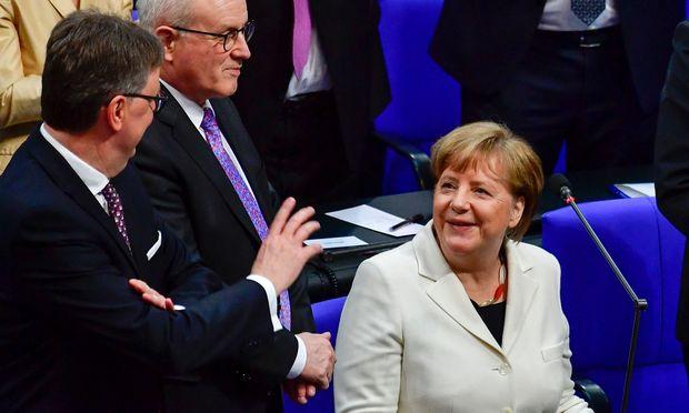 Das war knapp: 364 von 709 Abgeordneten votierten für Kanzlerin Merkel.