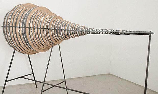 Jochen Höller, Wittgenstein-Generator (basierend auf Wittgensteins Tractatus logico philosophicus), Text-Collage auf Holzscheiben, Metall, Papier, 2012