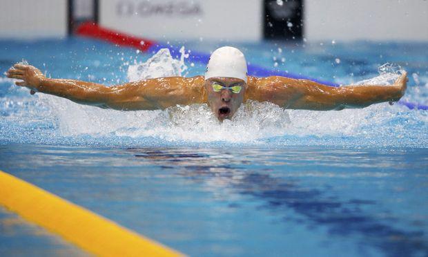 Schwimmen Front zwischen Dinko